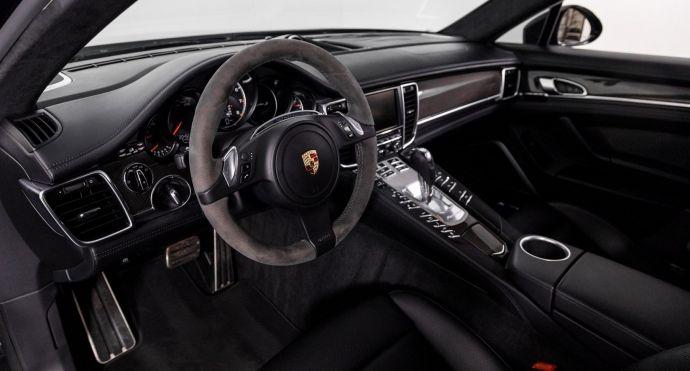 2015 Porsche Panamera Turbo S #1