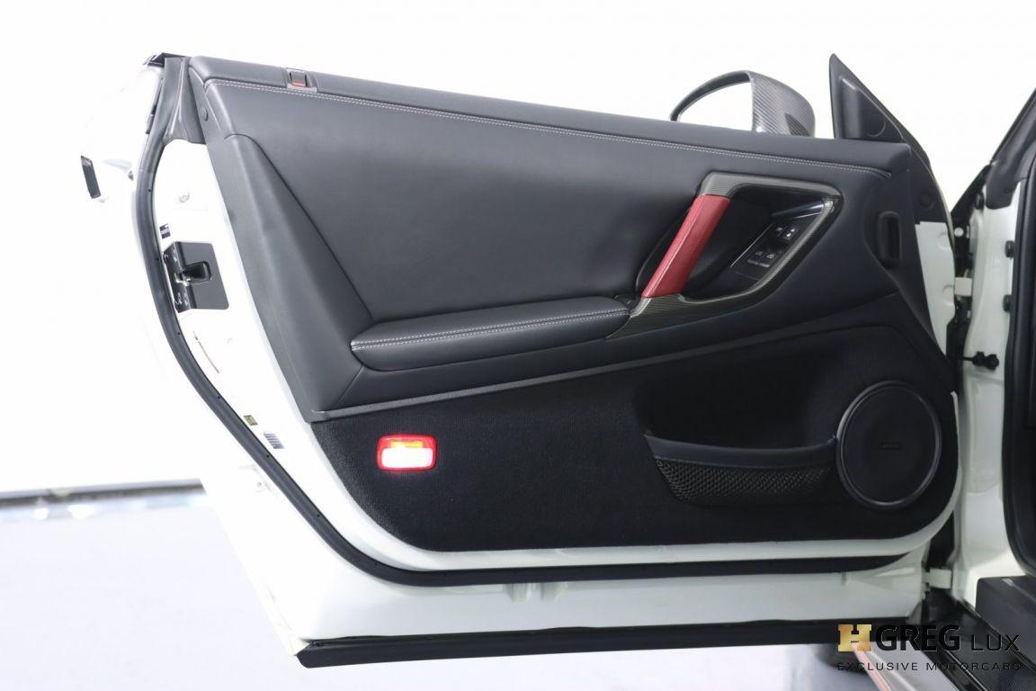 2014 Nissan GT R Black Edition #44