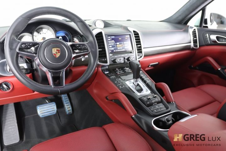 2016 Porsche Cayenne Turbo S #1