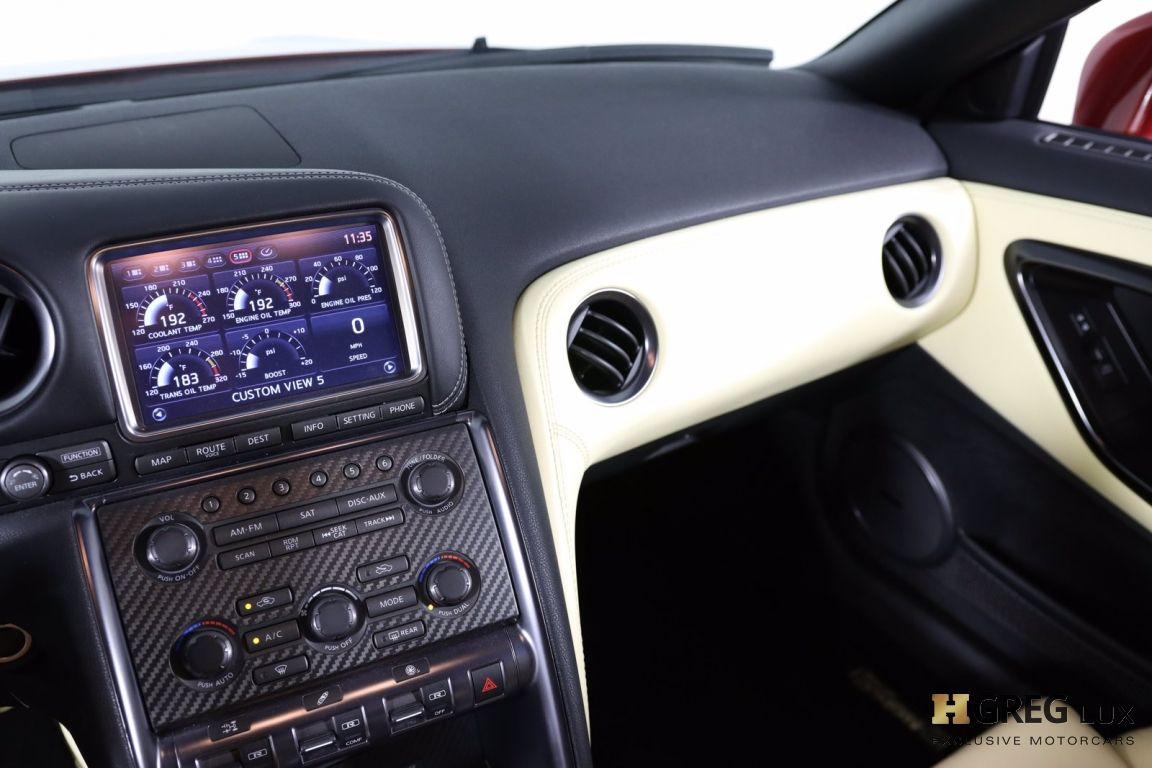 2015 Nissan GT R Premium #44