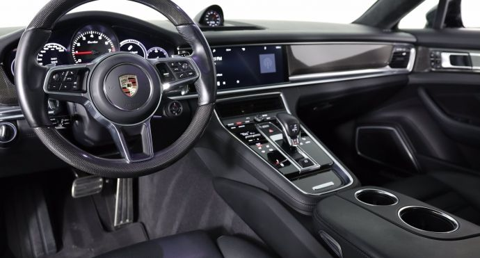 2017 Porsche Panamera Turbo #1