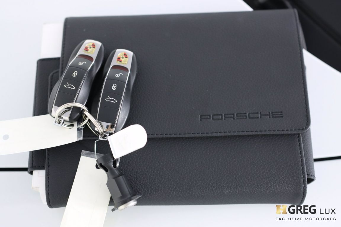 2017 Porsche 911 Carrera #64