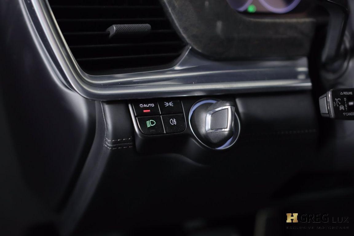 2018 Porsche Panamera Turbo S E-Hybrid #43